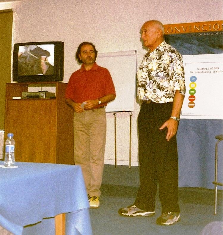 2001 REGGIE GOLD Y ENRIQUE BORREDA EN PLENA TRADUCCION EN CULLERA 2001